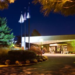 Фасад Hilton Woodcliff Lake