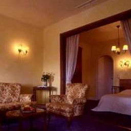 Chambre Hostellerie Jerome Chateaux et Hotels Collection