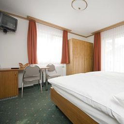 Room Elite Garni