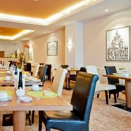 Breakfast room Artis Suitehotel