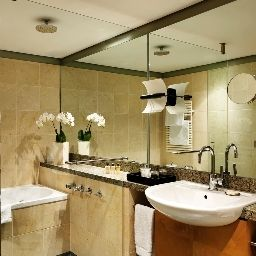 Bathroom Hyatt Regency