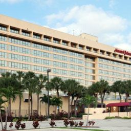 Фасад Howard Johnson Plaza Hotel - Miami Airport