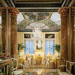 Breakfast room within restaurant Centrale Palace Hotel