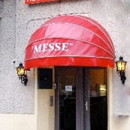 Фасад Messe Hotel Pension