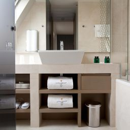 Bathroom La Villa Maillot