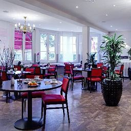 Breakfast room within restaurant Best Western Villa Henri IV Saint Cloud