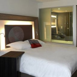 Room Novotel London City South