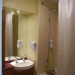 Bathroom Days Inn Cannock (Norton Canes M6 Toll)