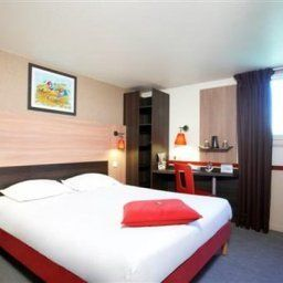 Room Kyriad Paris Ouest - Colombes