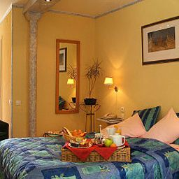 Room Les Pins Logis de France