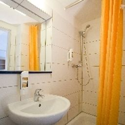 Camera da bagno Transit Loft Internationales Jugendhotel