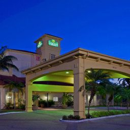 Фасад La Quinta Inn & Suites Miami Airport West