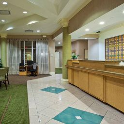 Холл La Quinta Inn & Suites Miami Airport West