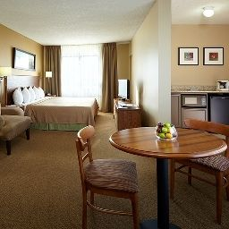 Suite QUALITY INN & SUITES P.E. Trudeau Airport