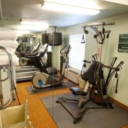 Fitness room Best Western Airport Inn & Suites