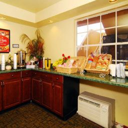 Restaurant Econo Lodge  Inn & Suites Maingate Central