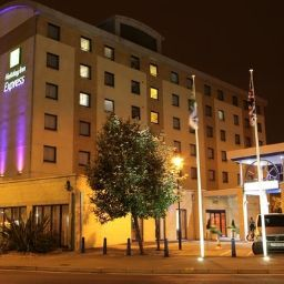 Фасад Holiday Inn Express LONDON - WANDSWORTH