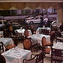 Breakfast room within restaurant Ramee Apartments