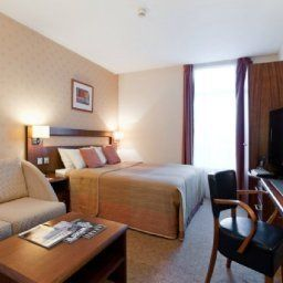 Фасад Ramada Hotel and Suites London Docklands