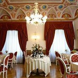 Breakfast room within restaurant Cavaliere Palace Hotel
