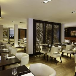 Зал для завтрака DoubleTree by Hilton London - Ealing