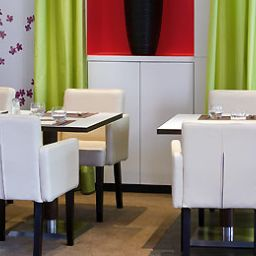 Breakfast room within restaurant ibis Styles Evry Cathédrale