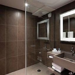 Bathroom Novotel Le Mans