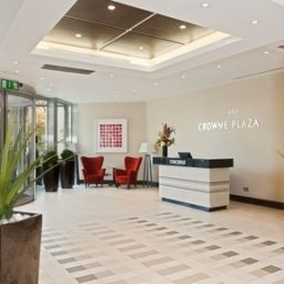 Фасад Crowne Plaza LONDON - GATWICK AIRPORT