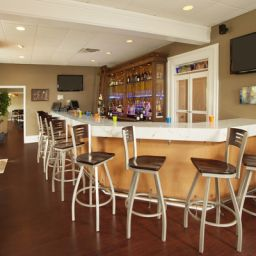 Bar BEST WESTERN PLUS Lawnfield Inn & Suites