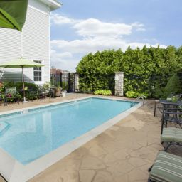Pool BEST WESTERN PLUS Lawnfield Inn & Suites