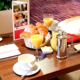 Breakfast room Ramada London North Welcome Break Service Area
