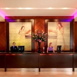 Ресепшен Park Plaza Riverbank London