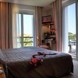 Room La Reserve Chateaux et Hotels Collection