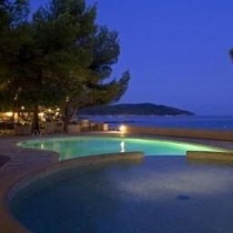 Pool La Pinede Plage Chateaux et Hotels Collection