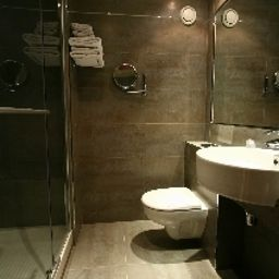 Bathroom De La Paix