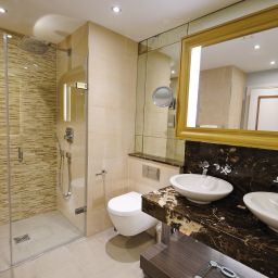 Bathroom Grosvenor Pulford Hotel & Spa