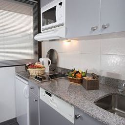 Kitchen Fraser Suites Harmonie Paris La Defense
