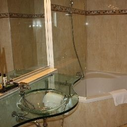 Bathroom Excellior Suites Grand Geneve