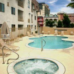 Piscine Emerald Suites Cameron