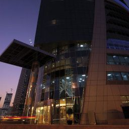 Vista exterior Moevenpick Tower and Suites Doha