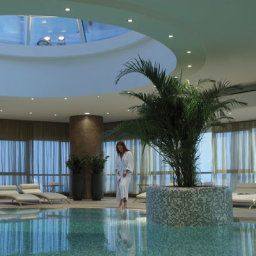 Piscina Moevenpick Tower and Suites Doha