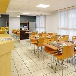 Breakfast room within restaurant Sejours & Affaires Nantes Ducs De Bretagne Apparthotel