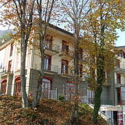 Exterior view Royal Montevergine Fotos