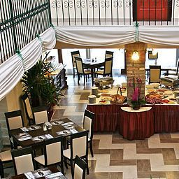 Breakfast room within restaurant Polgar Panzio