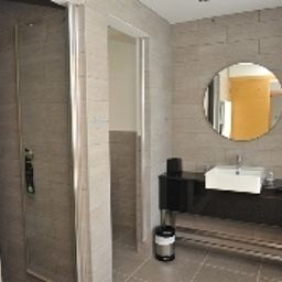 Bathroom E-Hotel