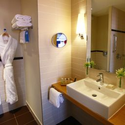 Bathroom Radisson Blu Hotel Toulouse Airport