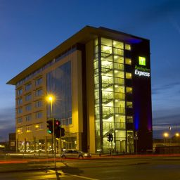 Фасад Holiday Inn Express LINCOLN CITY CENTRE