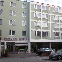 Фасад Donauhotel Bed & Breakfast