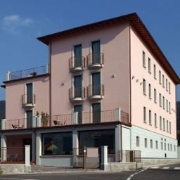 Фасад International hotel Iseo