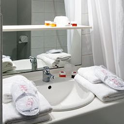 Bathroom Séjours & Affaires Apparthotel Caen Le Clos Beaumois